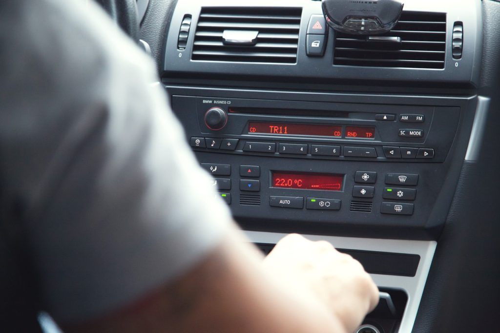 car stereo-radio-driver-distracted-music-listening-changing stations