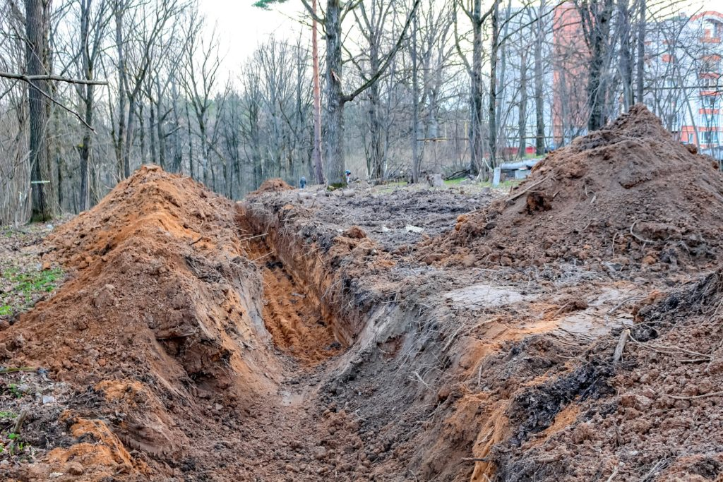 trench-2750948_1920
